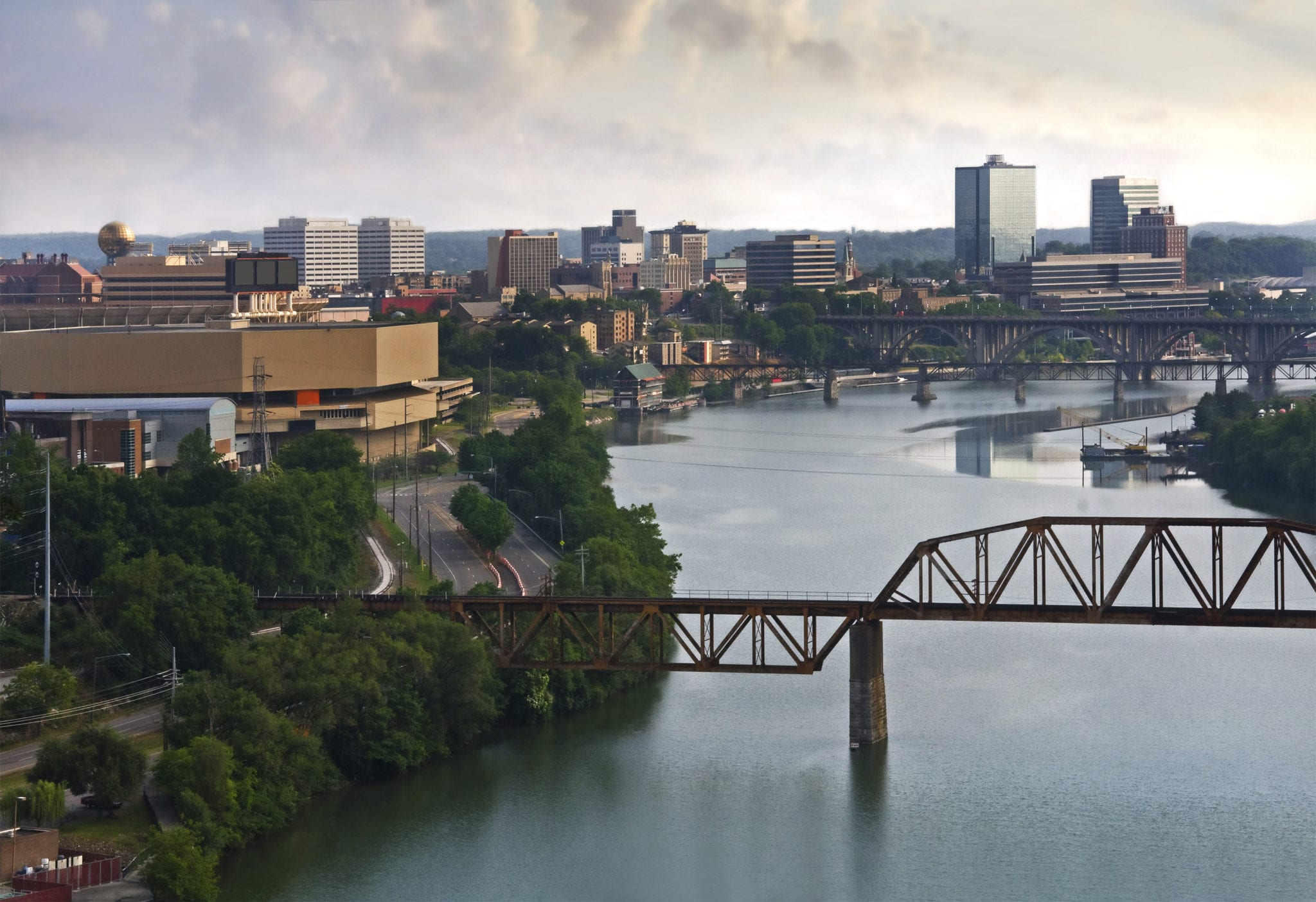 Knoxville-Skyline-Down-River
